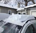 A car's roof is covered with a significant amount of snow. (Photo by Lisa Esquivel Long of The News-Sentinel)